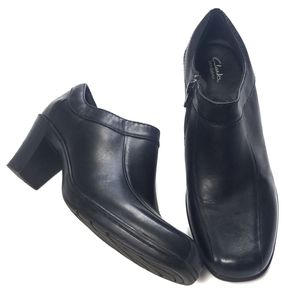 Clarks Bendables Black Leather Booties Size 7.5M